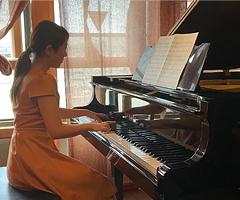 ピアニスト 酒向 紗弓